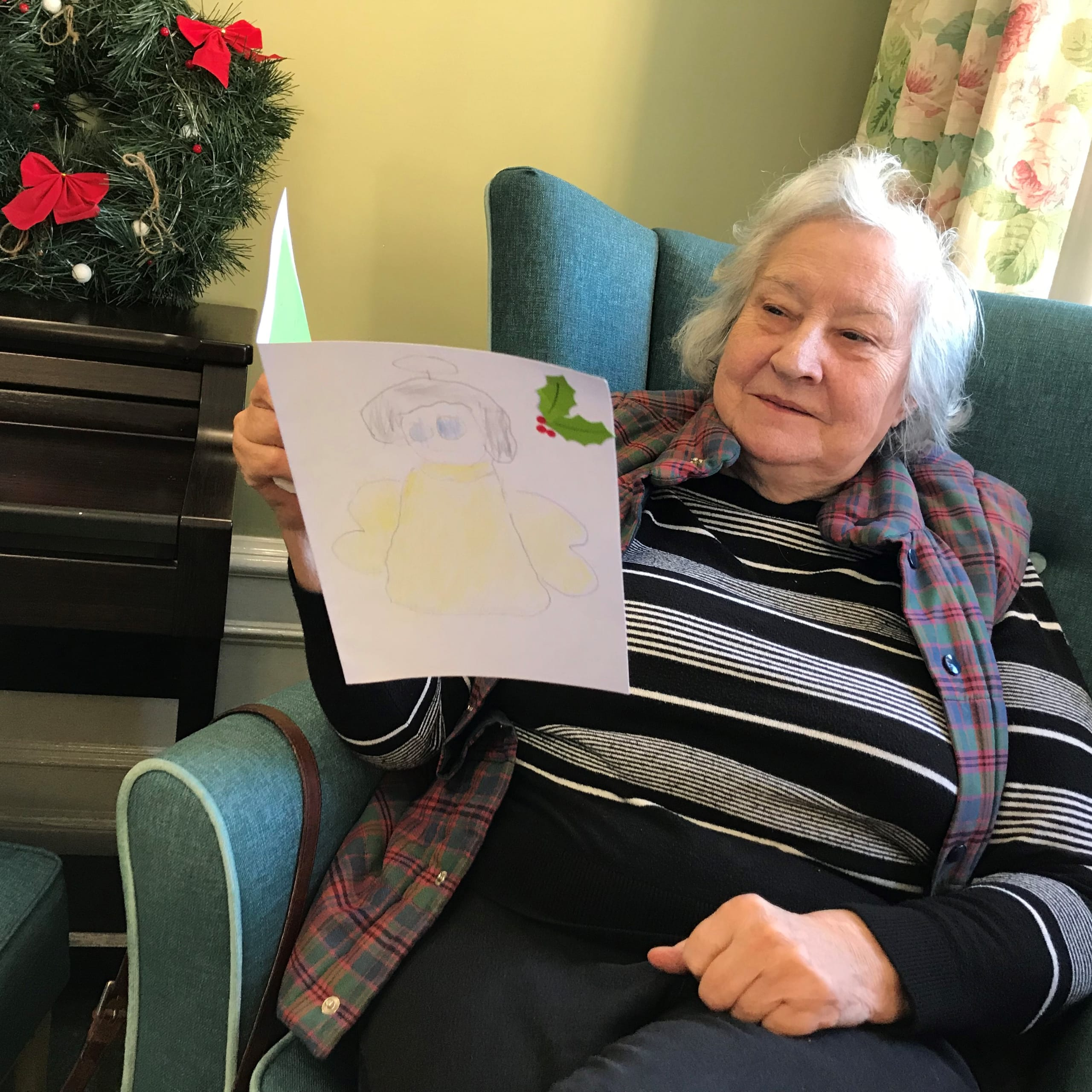 Featherton House Care Home resident Jean Waddup with her handmade Christmas card from local school children.